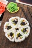 Fleur faite de petit pain de sushi Photo libre de droits