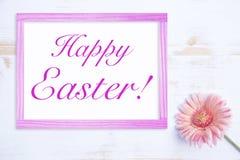 Fleur rose avec le cadre et les mots Joyeuses Pâques Photo libre de droits