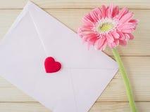 Fleur rose et enveloppe rose 2 Photos libres de droits