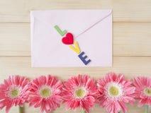 Fleur rose et enveloppe rose 5 Images stock