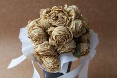 Fleur sèche par rose de blanc photos stock