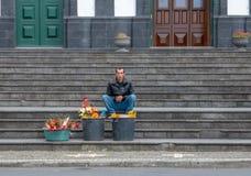 Fleur se vendant aux Açores image stock