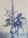 Fleur sur la couette photo stock