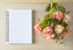 fleurissez avec le texte pour vous la salutation sur le style de vintage de note Photo stock