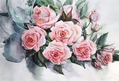 fleurissez la composition, un vase en verre tombé avec des roses Photo stock