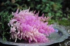 Fleurissez la disposition de mariage avec le ranunculus, méson pi, roses Photos libres de droits