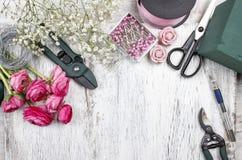 Fleuriste au travail photo stock