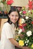 Fleuriste au travail Images libres de droits