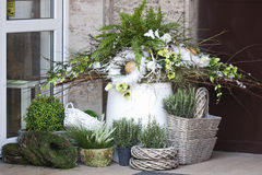 Fleuriste de décoration de ressort images stock