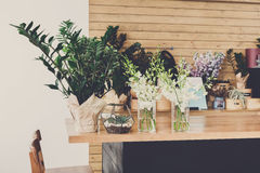 Fleuriste intérieur, petite entreprise de studio de conception florale photos stock