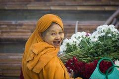 Fleuriste sur le pont de lundi Images stock