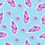Fleurit la violette pourpre sur un fond vert Photo libre de droits