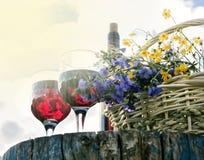 fleurit le vin en verre photos libres de droits