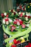 Fleurs à vendre à Paris Photos libres de droits
