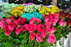 Fleurs à vendre au marché Photo stock