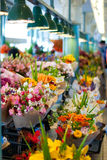 Fleurs à vendre au marché de place de Pike, Seattle Images stock
