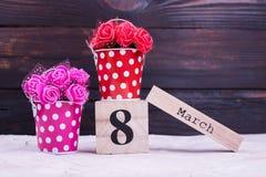 Fleurs artificielles, calendrier mars Photos stock