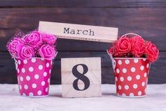 Fleurs artificielles, calendrier mars huit Photographie stock
