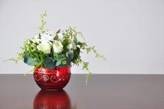 Fleurs artificielles de vases Image stock