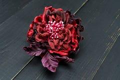 Fleurs artificielles faites de cuir coloré photographie stock libre de droits