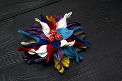Fleurs artificielles faites de cuir coloré Photos libres de droits