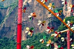 Fleurs artificielles tournantes brillantes photo libre de droits