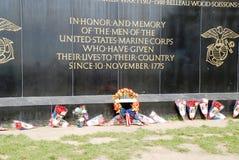 Fleurs aux corps des marines des États-Unis Photos stock