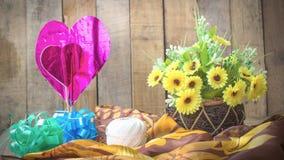Fleurs avec les coeurs roses Images stock