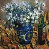 Fleurs blanches de camomille dans un grand vase images libres de droits