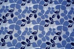 Fleurs bleues sur le fond de textil Photographie stock libre de droits
