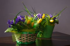 Fleurs Bouquet jaune de tulipe et d'iris Photographie stock libre de droits