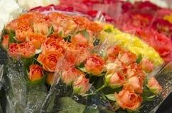 Fleurs - bouquets des roses Photos stock