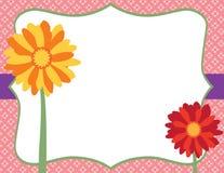 Fleurs colorées devant le label de fantaisie et le Backgro floral rose Photographie stock libre de droits