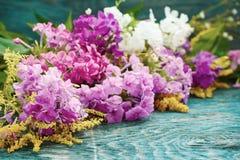 Fleurs d'été sur le bureau Image stock