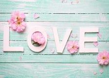 Fleurs d'amour et d'offre de Word Images libres de droits