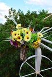 Fleurs dans le panier Images libres de droits