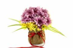 Fleurs dans le panier Photo stock
