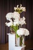 Fleurs dans le vase Images stock