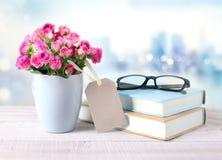 Fleurs dans le vase la fleur de jour donne à des mères le fils de momie à Photographie stock