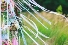 Fleurs dans les cellules et les rubans de dentelle Photo libre de droits