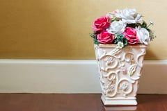 Fleurs dans un pot de fleurs Photographie stock