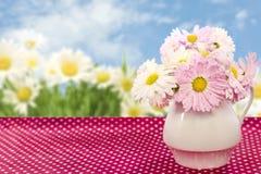Fleurs dans un vase Image stock