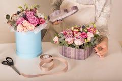 Fleurs dans une boutique Photographie stock libre de droits