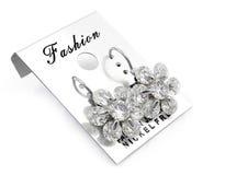 Fleurs de boucles d'oreille de dames - acier inoxydable Photographie stock libre de droits