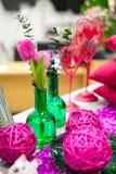 Fleurs de bouquet dans le vase en verre Photographie stock libre de droits