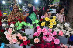 Fleurs de chasse pendant le jour de valentines Image libre de droits