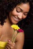 Fleurs de fixation de fille image libre de droits