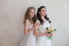 Fleurs de jeune mariée et de mariage épousant l'amie de bouquet Images libres de droits