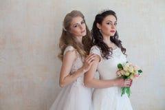 Fleurs de jeune mariée et de mariage épousant l'amie de bouquet Images stock