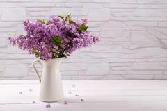 Fleurs de lilas de ressort Photos stock